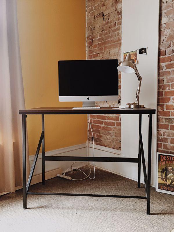 Standing Work Desk & Stainless steel lamp