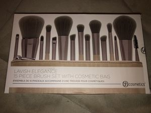 BH cosmetics lavish elegance set for Sale in Cranston, RI