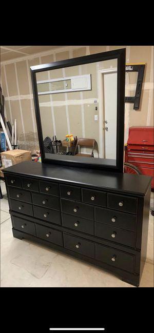 Black dresser for Sale in Reedley, CA