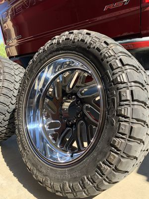 Fuels rims and tire for Sale in Le Grand, CA
