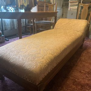 Antique Chaise Lounge for Sale in Vancouver, WA
