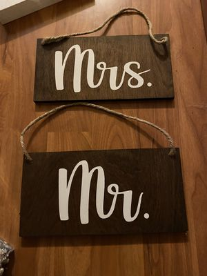 Hanging Mr and Mrs wedding sign for Sale in Covington, WA