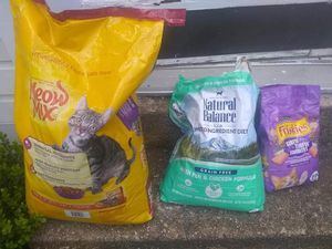 30 lbs of Cat Food for Sale in Falls Church, VA