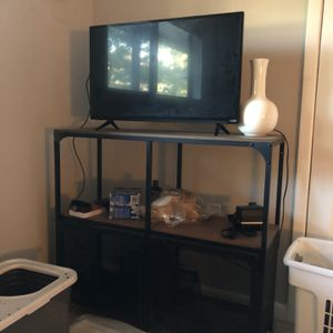 28 Inch Vizio Tv And Tv Stand for Sale in Atlanta, GA