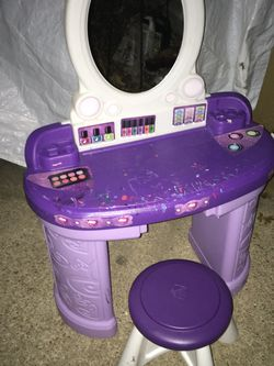 Kids vanity with chair only 25$ for Sale in Glen Burnie,  MD