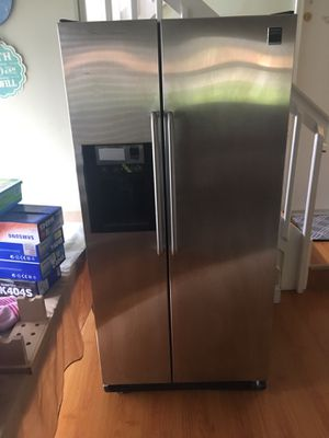 Stainless Frigidaire Gallery 25.6 Cu. Ft. Side-by-Side Refrigerator for Sale in Oakland Park, FL