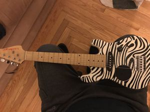 Little Lyon electric guitar with built in speaker for Sale in Smithfield, RI