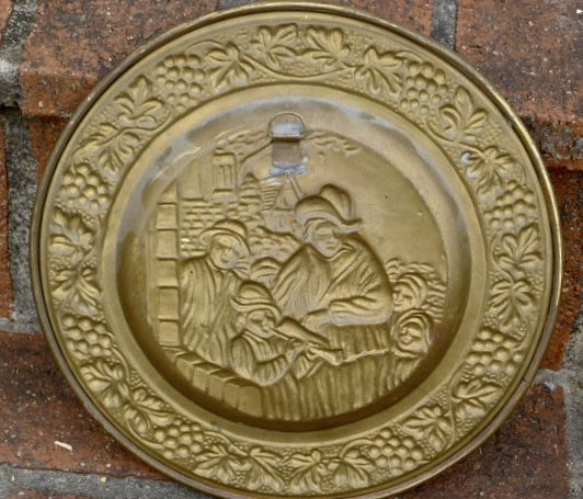 """Vintage English Hammered Brass Wall 10"""" Charger"""