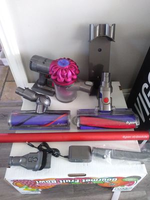 Dyson V6 Absolute Cordless Vacuum (Firm on Price) for Sale in Gardena, CA
