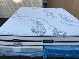 California king size mattress with box spring for Sale in Kent, WA