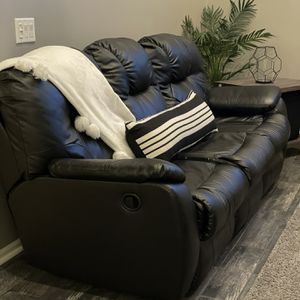 """2 Black Leather Recliner Sofas """"Price Is For Two Sofas"""" for Sale in Macomb, MI"""