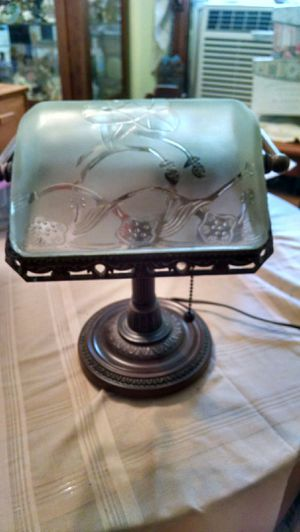 Etiched glass Table Lamp Antique for Sale in Travelers Rest, SC