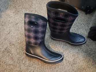 Womans Waterproof Rubber Boots Size 9 Brand New for Sale in Gresham,  OR