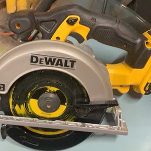 DeWalt 20v MAX Lithium-Ion Cordless 6 1/2in Circular Saw for Sale in St. Louis, MO