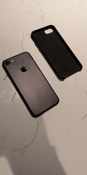 IPhone 7 128gb unlocked black W leather case near new replacement for Sale in Seattle, WA