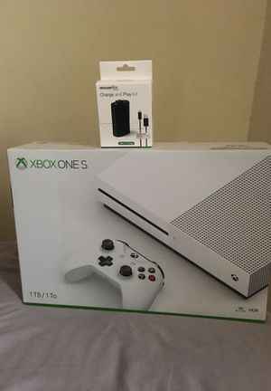 New Xbox one S 1TB with Wireless controller and charge and play kit for Sale in Oxon Hill, MD