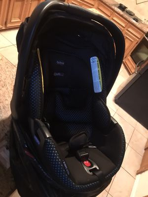 OBO Britax B-Safe 35 infant carseat/carrier for Sale in Humble, TX