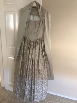 Beautiful light mint color party/prom dress used once for a few hours size 4 you must see it to appreciate need to sell asap for Sale in Wildomar, CA