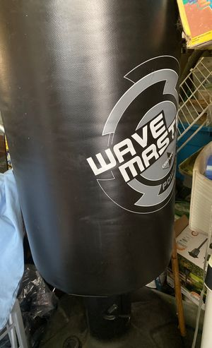 KICK BOXING PUNCHING BAG for Sale in Bellmawr, NJ