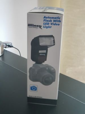 Automatic Camera Dslr Flash with Led video Light for Sale in Miami, FL