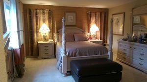 Queen Size Bedroom Set 8 pieces for Sale in Kent, WA