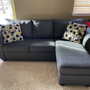 Sectional Couch With Queen Pullout for Sale in Bonney Lake, WA