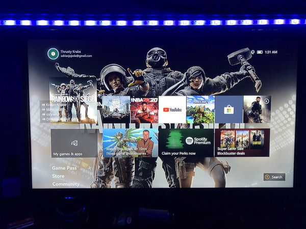 XBOX 1 S + 1080 TV + 2 Controllers