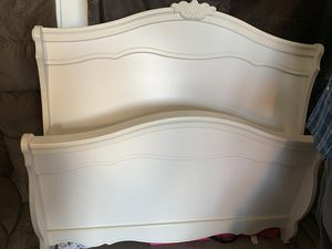 Bed Frame Set- Full Size for Sale in Temple, TX