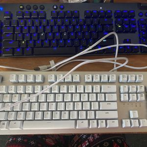 Razer huntsman RGB mechanical keyboard NEW without Box for Sale in Pomona, CA