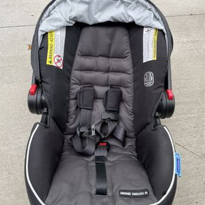 SnugRide® SnugLock® 30 Infant Car Seat With 3 Bases for Sale in Tampa, FL