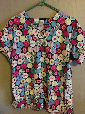 Large peace & love pink scrub top for Sale in Penns Grove, NJ