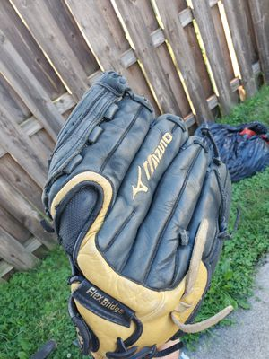 Mizuno Baseball Glove for Sale in Brook Park, OH