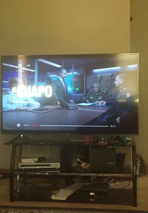 65in 4K roku smart tv for Sale in Collinsville, IL