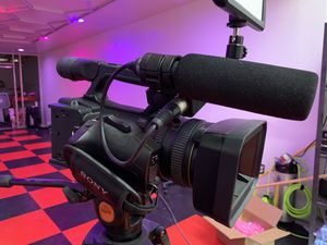 SONY HXR-NX5U NXCAM PROFESSIONAL HD CAMCORDER w/ ECM-XM1 MIC COMBO for Sale in Bethesda, MD