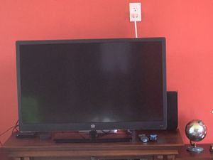 40 inch tv no exact price but give me offers for Sale in Dearborn Heights, MI