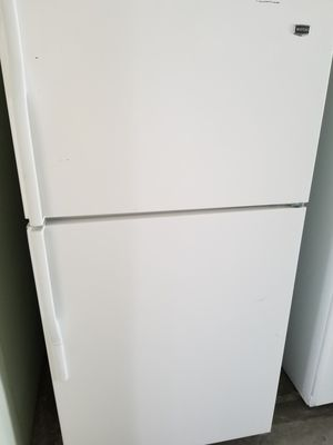 Maytag top freezer refrigerator works good for Sale in Long Beach, CA