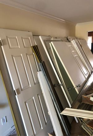 Free doors and toilets for Sale in Miami, FL