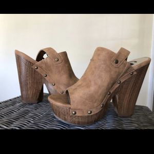 BRAND NEW GUESS SHOES 7.5 for Sale in Glendale, CA