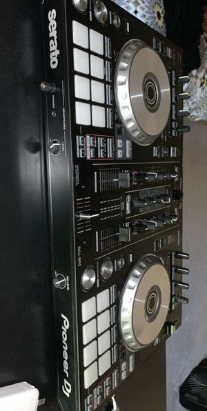 Pioneer DJ set DDJ-SR2 for Sale in Las Vegas, NV
