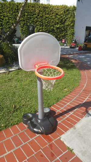 Basketball hoop for free PLEASE PLEASE READ for Sale in Miami, FL