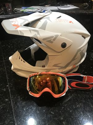New snowmobile helmet and goggles for Sale in Bartlett, IL