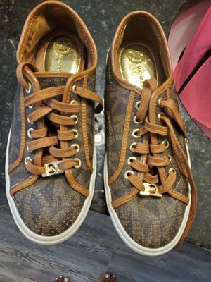 Size 8 Michael Kors sneakers for Sale in Kissimmee, FL