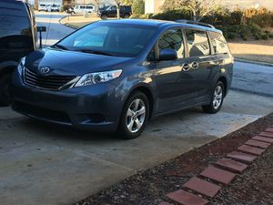 Toyota Sienna 2014 for Sale in Lilburn, GA
