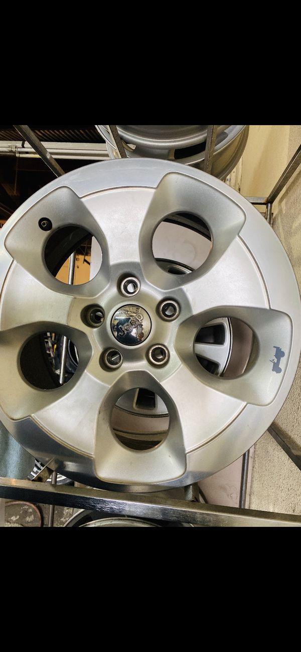 """2016 Jeep Wrangler 18"""" wheel"""