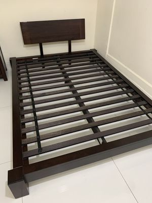 Full Bed Frame Real Wood Very Strong Sturdy Rectangular Solid Dark Brown Whole Unit SÉ HABLA ESPAÑOL for Sale in Miami, FL