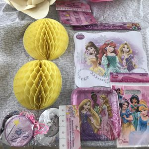 Girl's Disney Princesses party kit for Sale in San Marcos, CA