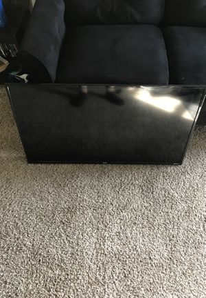 Tcl roku tv, wall mount only for Sale in Cleveland, OH