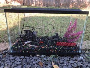 10G Aquarium/Fish Tank with Lid/Light plus Accessories for Sale in Round Rock, TX