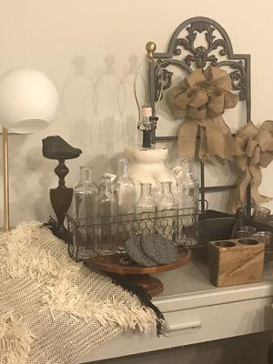 LOT of neutral decor plus desk & chair for Sale in San Antonio, TX