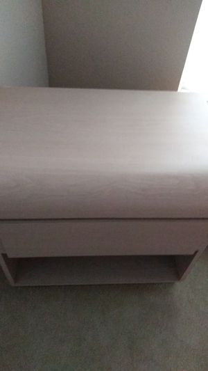 Dresser with. 2 night stand and head board for Sale in Kissimmee, FL